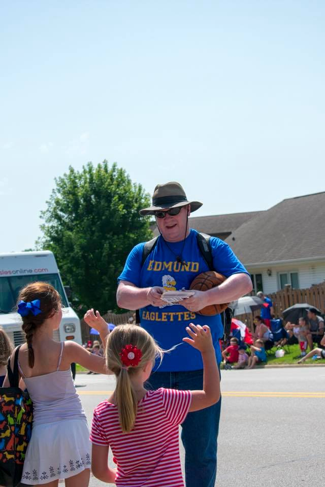 six-on-six-urbandale-parade-04